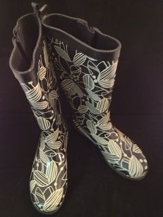 Capelli Network black and white rain boot with floral design, size 6. Perfect pick me up on a rainy day!