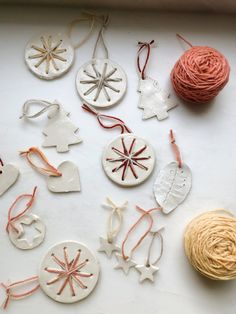 A simple Christmas craft: clay ornaments and decorations Babyccino Kids: daily tips, children's products, craft ideas, recipes & more You … Clay Christmas Decorations, Christmas Clay, Beaded Christmas Ornaments, Easy Christmas Crafts, Clay Ornaments, Craft Decorations, Ornaments Recipe, Summer Crafts, Christmas Recipes