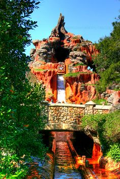 Splash Mountain! I keep seeing beautiful pictures of this ride. It's wonderful!