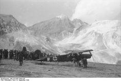 """Bundesarchiv Bild 101I-567-1503C-05, Gran Sasso, Fieseler Fi 156 """"Storch"""" - Operazione Quercia - Wikipedia, pin by Paolo Marzioli"""