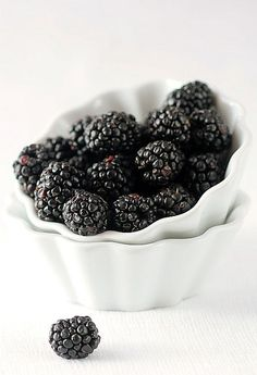from when I was a child and we picked them at our grandfathers berry patch/farm. Loved my Mom's blackberry cobbler. Fruit And Veg, Fruits And Vegetables, Fresh Fruit, Blackberry Bramble, Blackberry Cobbler, Delicious Fruit, Food Design, Raw Food Recipes, Food Inspiration