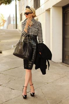 Dying over this 50's look! The gingham button down, patent pencil skirt, #Chanel bag... It doesn't get sexier!