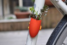 A planter you  mount on your bike. Tres cute.