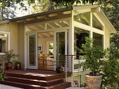 I'd really love a sunroom! Addition Sunroom Design Ideas, Pictures, Remodel, and Decor - page 31 Four Seasons Room, Three Season Room, Door Design, Exterior Design, House Design, Window Design, Outdoor Rooms, Outdoor Living, Exterior Tradicional