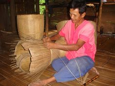 How to weave traditional basket