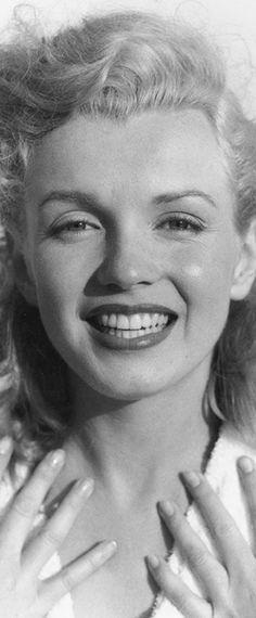 Marilyn at Tobey Beach, 1949. Photo by Andre de Dienes.