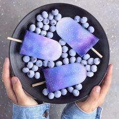 To Infinity & Beyond Yay or Nay? Galaxy ice cream popsicles with blueberries Galaxy Ice Cream, Cute Food, Yummy Food, Smoothie Bol, Kreative Desserts, Cute Baking, Rainbow Food, Food Goals, Aesthetic Food