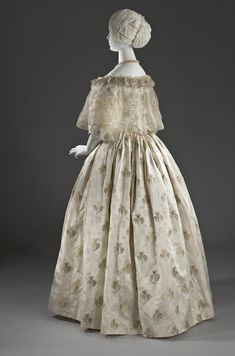 1850s Fashion, Victorian Fashion, Vintage Fashion, Victorian Era, Vintage Outfits, Vintage Gowns, Old Dresses, Nice Dresses, 1800s Clothing