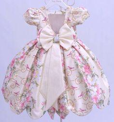 Vestido floreado para niña