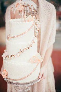 White and Gold Wedding. Very vintage wedding cake
