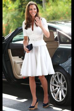 """Here Kate chose a white broderie anglaise suit. """"The Duchess oozed elegance choosing a stunning broderie anglaise suit by one of her favourite British designers Alexander McQueen."""" She wore her familiar navy Stuart Weitzman Corkswoon wedges. Kate Middleton Stil, Kate Middleton Photos, Princess Kate, Princess Charlotte, Duke And Duchess, Duchess Of Cambridge, Duchesse Kate, Prince William Et Kate, Die Queen"""