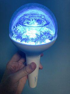 """Carat bong lit up. under default lighting it gives a serenity blue and rose quartz effect. K Pop, Carat Bong, Carat Seventeen, Glow Sticks, Kpop Aesthetic, Wonwoo, Album, Wall Papers, Products"