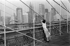 Le Pont de Brooklyn, New York 1982 | From a unique collection of black and white photography at https://www.1stdibs.com/art/photography/black-white-photography/