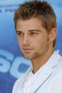 Mike Vogel Pictures | Celebrity Gossips