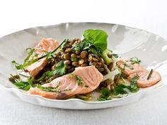Ensalada de lentejas con salmón Noruego fresco