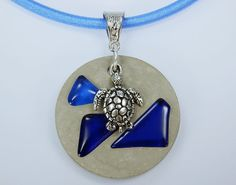 Kette Schildkröte mit blaue Steinen Betonschmuck von ArtJewelryFun