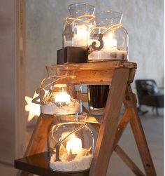 DIY: 4 adventskaarsen in glazen potjes. Met een touw het cijfer eraan hangen.