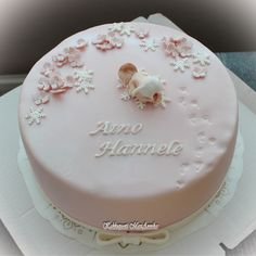 Kakkupuoti MariAnnika: Aino Hannelen ristiäiskakku Fondant Cupcakes, Cupcake Cakes, Baby Christening Cakes, Baby Girl Cakes, Communion Cakes, Cake Pictures, Cake Decorating Techniques, Pretty Cakes, Cake Creations