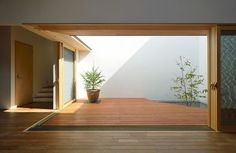 Japanese Modern House, Japanese Home Design, Japan Interior, Patio Interior, Courtyard House, Space Architecture, Minimalist Interior, Open Plan Living, House Front