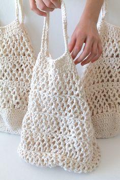 Marvelous Crochet A Shell Stitch Purse Bag Ideas. Wonderful Crochet A Shell Stitch Purse Bag Ideas. Crochet Handbags, Crochet Purses, Crochet Bags, Crochet Gifts, Cute Crochet, Easy Crochet, Crochet Purse Patterns, Bag Patterns, Crochet Market Bag