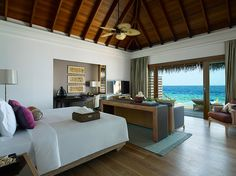 Gorgeous bedroom!! Look at the sea view