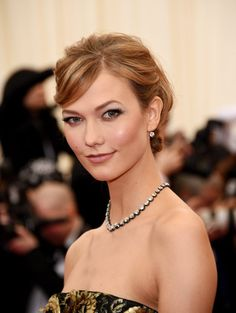 Pin for Later: Stunning Beauty Looks From the 2014 Met Gala Karlie Kloss Karlie stuck to a simple and glamorous theme for her night on the Met Gala red carpet.