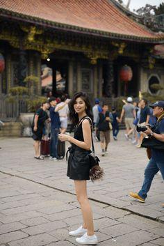 Japan Spring Fashion, Spring Fashion Casual, Spring Outfits, Taipei Travel, Japan Travel, Tourist Outfit, Travel Pose, Travel Outfit Summer, Travel Outfits