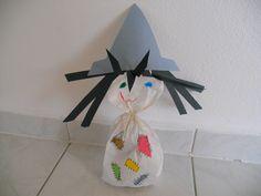 čarodějnice - witch z papírového pytlíku Trick Or Treat, Halloween Party, Witch, Clock, Halloween, Bruges, Crafting, Watch, Witches