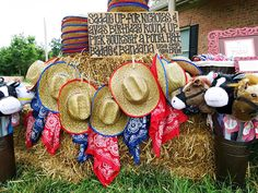 Country-western birthday party - so many great ideas! #chickabug