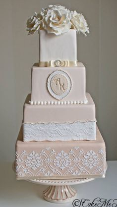Romantic and classic square wedding cake by cakemehappy.se