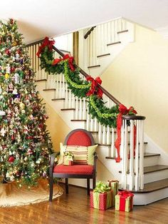 christmas staircase christmas stairs decorationsstaircase decorationbanister