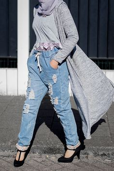 Distressed boyfriend jeans ♥ From $40,99 to only $17,99 + 60% your first order! (photo taken by me!) - Review -