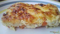 Karfiolfelfújt  1 kicsi karfiol rózsáira szedve (nekem kb. 200 g volt) 3 db közepes sárgarépa (kb. 100 g) 100 g sonka 1 tk kókuszolaj a jénai kenéséhez reszelt sajt (nálam kb. 40 g mozzarella) 250 g cottage cheese 100 g joghurt 2 tojás 20 g zabpehelyliszt só, bors, fűszerek (nálam fokhagyma granulátum, szerecsendió)