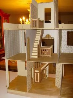 Dollhouse Wallpapering Guide - CJ - A lot of great information in all aspects of building your dollhouse.