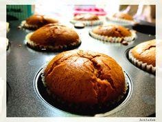 Briose cu rubarba si zmeura Muffin, Mai, Breakfast, Food, Morning Coffee, Essen, Muffins, Meals, Cupcakes