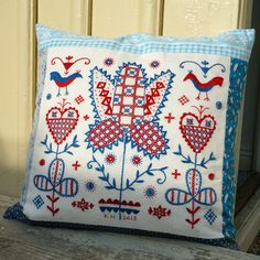 Marbosöm - Traditional Swedish Embroidery - Karin Holmberg Scandinavian Embroidery, Swedish Embroidery, Scandinavian Folk Art, Wool Embroidery, Embroidery Motifs, Embroidery Needles, Modern Embroidery, Embroidery Designs, Folklore