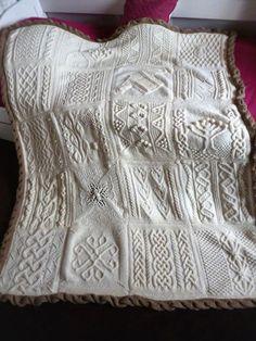 d6c55f69bc08 Le plaid tricote en torsades beige   Tricot   Tricot, Plaid tricot ...