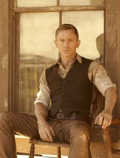 "Daniel Craig -- he outcooled his own James Bond in the movie ""Cowboys and Aliens"" Rachel Weisz, Cowboys & Aliens, Daniel Graig, Daniel Craig James Bond, Der Gentleman, Outfits Hombre, Annie Leibovitz, Girly, Casino Royale"