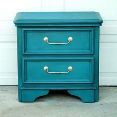 Just finished another piece! I finished this in a custom mix of Florence and Aubusson Blue from the Annie Sloan line. #thefurniturerehab #furniturerehab #paintedfurniture #teal #gold #antique #retro #modern #chalkpaint #anniesloan #refurbish #sidetable #forsale