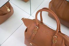 Todos os detalhes fazem a diferença e toda boa bolsa merece destaque no look! Compre no shop.miezko.com #miezko #welovebags