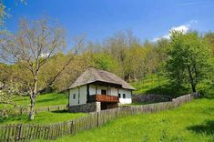 Romania, House Styles, Bb, Costume, Home Decor, Houses, Green, Scenery, Traditional