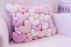 OMG OMG Esta almohada de corazones es genial, la quiero, hare una para mi :3