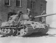 A captured tiger . Jagdtiger