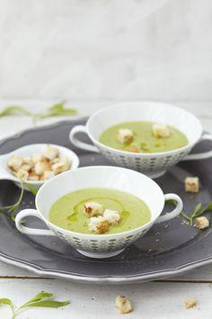 Es grünt noch immer so grün: crémant-erbsen-süppchen, frühlingskräuter-risotto, seeteufelspiesse mit spargelsalat und zit...