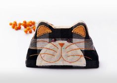 Cat purse / Hand embroidery / Pencil bag / Cosmetic bag / Zipper purse/ Gift bag / Bag zippered - Made to order  check us more our official website