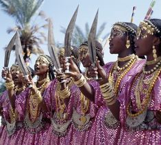 amomentofglam:  Djibouti: Gold & Machetes
