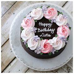 사랑으로 베이킹 Bake With Love Artisan home baker with premium ingredient & love 🎂 Buttercream Cake 📍 Jakarta - Tangerang 🇲🇨 📱 WA 81777 6891 for orders Buttercream Flower Cake, Cake Icing, Eat Cake, Cupcake Cakes, Pretty Cakes, Beautiful Cakes, Amazing Cakes, Cute Cakes, Cake Decorating Techniques