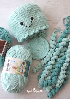 Crochet crafts 312085449177942926 - Giant Crochet Jellyfish – Repeat Crafter Me Source by loloscrapbio Octopus Crochet Pattern, Crochet Beanie Pattern, Crochet Patterns Amigurumi, Crochet Dolls, Crocheted Toys, Cute Crochet, Crochet Crafts, Crochet Projects, Jellyfish Light