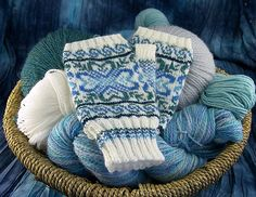 Ravelry: Wintergreen Gloves free pattern by Cailyn Meyer