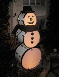 Drum Snowman!...What a fantastic idea for an old set/flea market/thrift store set of drums!...Put a set of mini lights inside each drum to light it up.